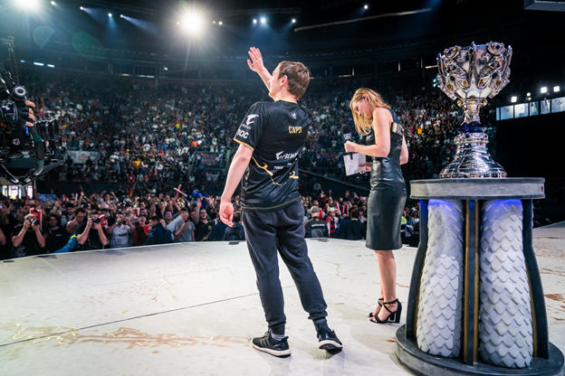 League of Legends: What was the reaction of the community after the victory of FPX against G2 in the final, G2's entry into the final was just lucky. 2