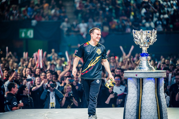 League of Legends: What was the reaction of the community after the victory of FPX against G2 in the final, G2's entry into the final was just lucky. 4