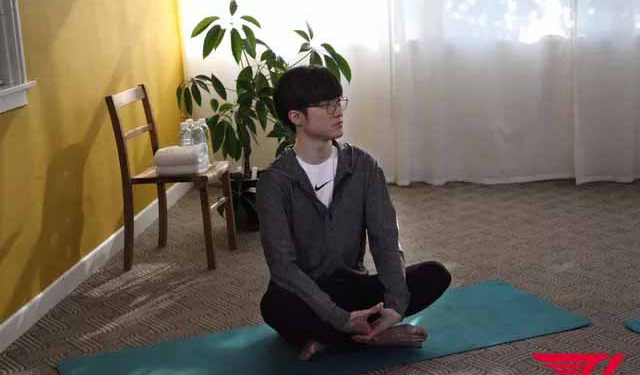 Faker suddenly teaches yoga - Faker teaches yoga 1