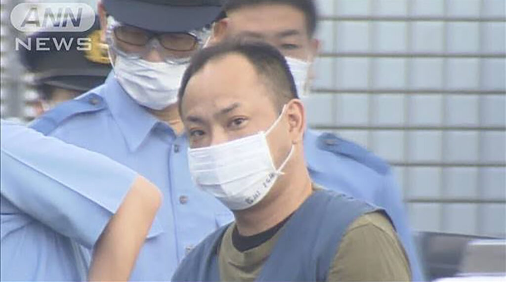 Being kidnapped, a Japanese school-girl saved herself by brilliantly calling the police with a console 2