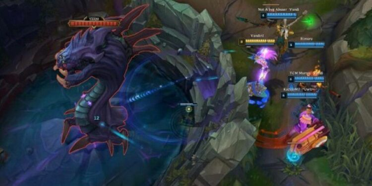 "Seraphine and her incredibly ""broken"" auto-attack range on PBE 1"