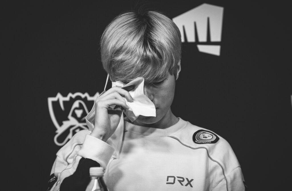 Deft Shedded Tears After DragonX Lost Against Damwon 2