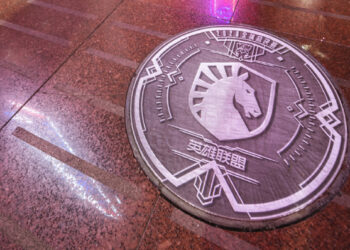 Worlds 2020 teams' logos on the manhole covers of Shanghai streets 8