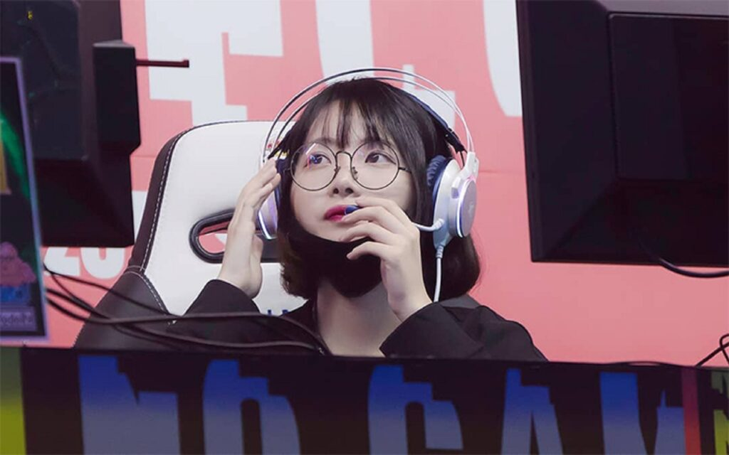 Streamer JisooGirl contract with T1 was finally terminated for supporting KT publicly 1