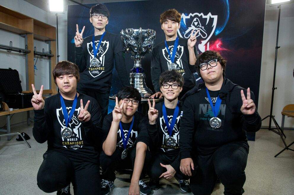 Chinese LoL community voted for the best Korean players in each position, 5 out of 7 were SKT T1 players 4